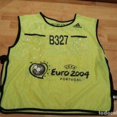 Coleccionismo deportivo: EUROCOPA PORTUGAL 2004. PETO ASISTENTE MARCA ADIDAS (EXCLUSIVA MUNDIAL TC). Lote 268949079