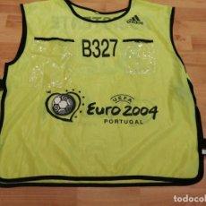 Coleccionismo deportivo: EUROCOPA PORTUGAL 2004. PETO ASISTENTE MARCA ADIDAS (EXCLUSIVA MUNDIAL TC). Lote 268949559