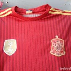 Coleccionismo deportivo: ¡¡ CAMISETA ,SELECCION ESPAÑOLA, CON LOS ESCUDOS. FIFA 2010, Y CAMPEONES DEL MUNDO. !!. Lote 276258573