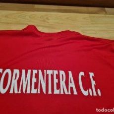 Coleccionismo deportivo: FORMENTERA CF. CAMISETA ENTRENO PLAYER ISSUE. Lote 277269303