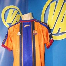 Coleccionismo deportivo: CAMISETA F.C.B. VINTAGE. Nº7, FIGO. TALLA XL.. Lote 277281008