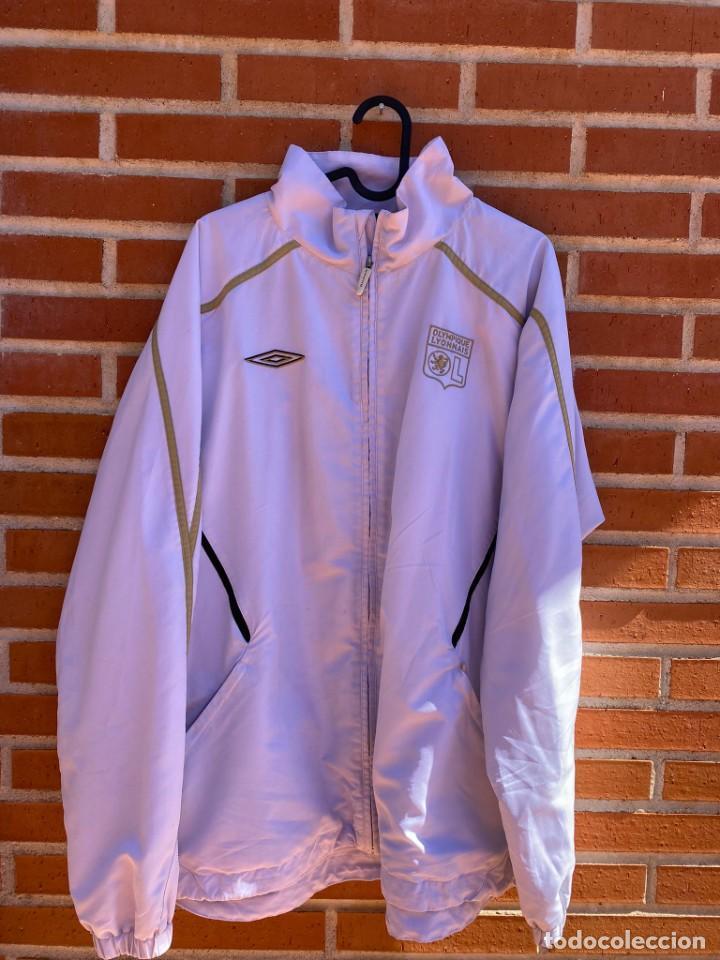 CHAQUETA FÚTBOL ORIGINAL/OFICIAL OLYMPIQUE LYON (Coleccionismo Deportivo - Ropa y Complementos - Camisetas de Fútbol)