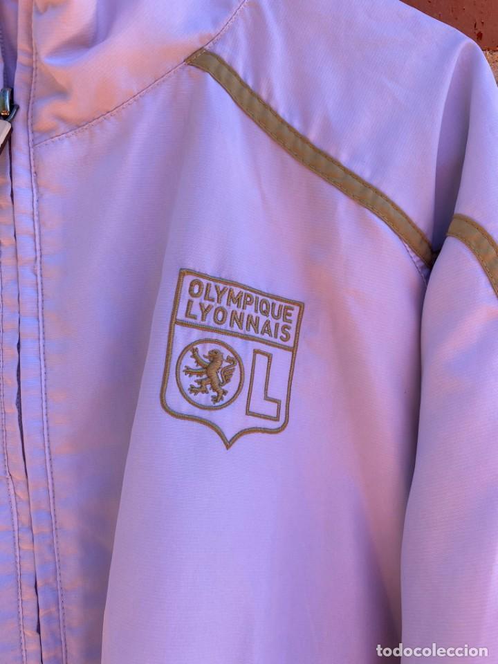 Coleccionismo deportivo: Chaqueta fútbol original/oficial Olympique Lyon - Foto 2 - 288668558