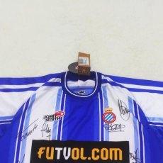 Coleccionismo deportivo: CAMISETA FUTBOL FIRMADA POR JUGADORES R.C.D. ESPANYOL DE BARCELONA. Lote 293964993
