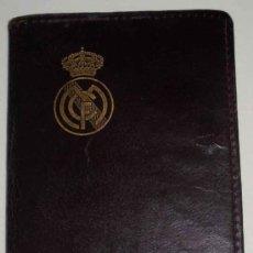 Coleccionismo deportivo: CARNET DE SOCIO DEL REAL MADRID DE 1954, CON CARTERITA DE PIEL Y ABONO - EXCELENTE ESTADO DE CONSERV. Lote 26610178