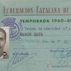 Coleccionismo deportivo: CARNET FEDERACION CATALANA DE FUTBOL CON FIRMA PRESIDENTE FCO. ROMAN 1960. Lote 29557886