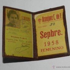 Coleccionismo deportivo: CARNET DE SOCIO DEL ARANJUEZ CLUB DE FUTBOL, AÑO 1958, CARNET NUM. 50, MIDE ABIERTO 13 X 10 CMS.. Lote 53333952
