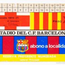 Coleccionismo deportivo: CARNET FUTBOL ESTADIO C.F.BARCELONA -ABONO TEMPORADA 1970-71- LATERAL PRINCIPAL. Lote 55814793