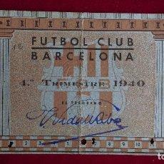 Coleccionismo deportivo: CS-5.- FUTBOL CLUB BARCELONA , CARNET DE SOCIO, 4º TRIMESTRE --1940-- SEÑALES DE USO , DOBLADO . Lote 110376091