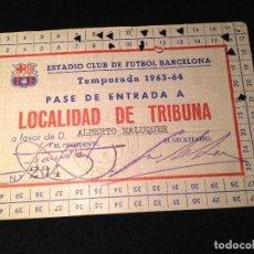 Coleccionismo deportivo: CAJA AZUL CARNET ALBERTO MALUQUER HISTORIA DEL FUTBOL CLUB FC BARCELONA F.C BARÇA CF. Lote 112181615