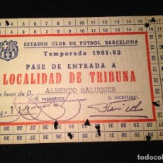 Coleccionismo deportivo: CAJA AZUL CARNET ALBERTO MALUQUER HISTORIA DEL FUTBOL CLUB FC BARCELONA F.C BARÇA CF. Lote 112181643