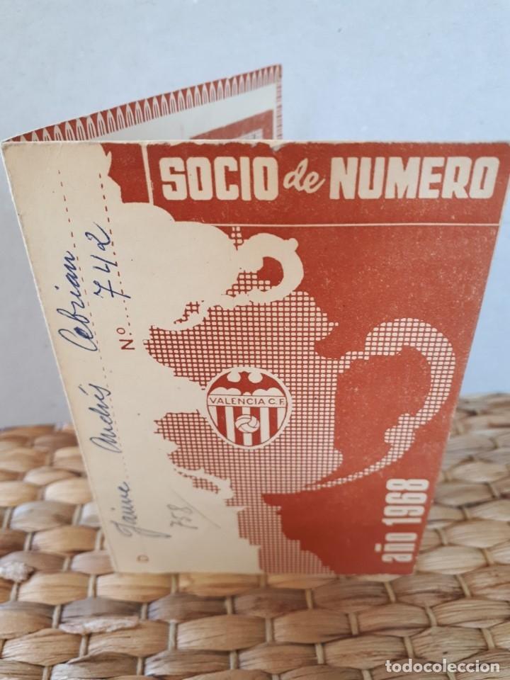 VCF CARNÉ PASE SOCIO 1968 VALENCIA CLUB DE FÚTBOL. COMPLETO CON TODOS LOS SELLOS. (Coleccionismo Deportivo - Documentos de Deportes - Carnet de Socios)