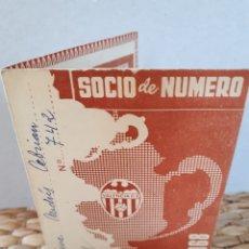 Coleccionismo deportivo: VCF CARNÉ PASE SOCIO 1968 VALENCIA CLUB DE FÚTBOL. COMPLETO CON TODOS LOS SELLOS.. Lote 134814066