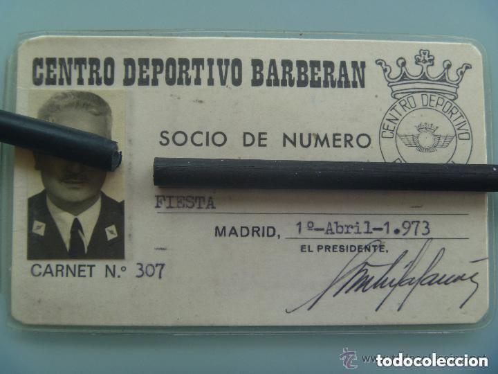 CARNET DE SOCIO DEL CLUB DEPORTIVO BARBERAN DE UN OFICIAL DE AVIACION. (Coleccionismo Deportivo - Documentos de Deportes - Carnet de Socios)