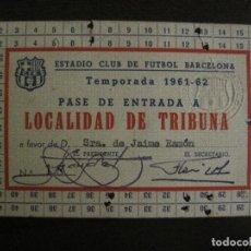 Coleccionismo deportivo: PASE ENTRADA TRIBUNA -CLUB DE FUTBOL BARCELONA -AÑO 1961-62-VER FOTOS - (54.736). Lote 142436994
