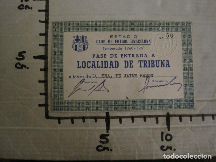 Coleccionismo deportivo: PASE ENTRADA TRIBUNA -CLUB DE FUTBOL BARCELONA -AÑO 1960-61-VER FOTOS - (54.737) - Foto 5 - 142437158