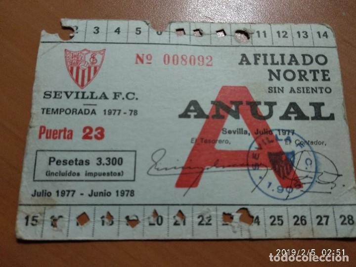 Coleccionismo deportivo: ANTIGUO CARNET DE SOCIO FUTBOL DEL SEVILLA F.C, TEMPORADA 1977-78, AFILIADO NORTE - Foto 2 - 150851178