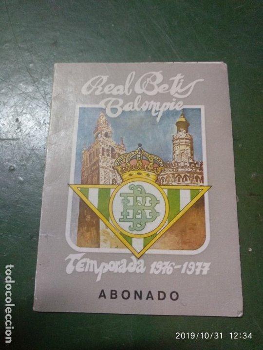 ANTIGUO CARNET DEL REAL BETIS BALOMPIE, TEMPORADA 1976-77, ABONADO (Coleccionismo Deportivo - Documentos de Deportes - Carnet de Socios)