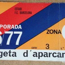 Coleccionismo deportivo: TARJETA DE APARCAMIENTO SOCIO - ESTADIO FC. BARCELONA - TEMPORADA 1976/77 -. Lote 186170475