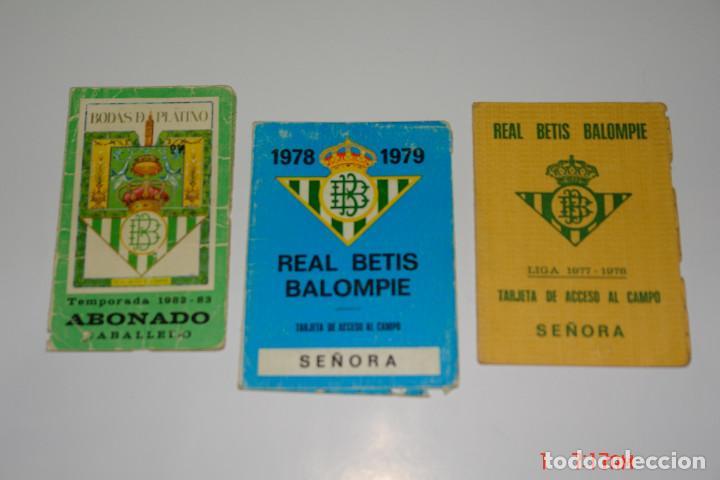 LOTE 3 CARNE DE FUTBOL DEL REAL BETIS TEMPORADAS -77-78 -78-79 -82-83 (Coleccionismo Deportivo - Documentos de Deportes - Carnet de Socios)