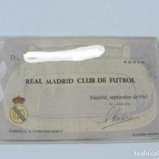 Coleccionismo deportivo: CARNET DEL REAL MADRID, SOCIO 1963 ORIGINAL, CON FOTOGRAFIA POR EL REVERSO, MIDE 11,5 X 7 CMS.. Lote 198192765
