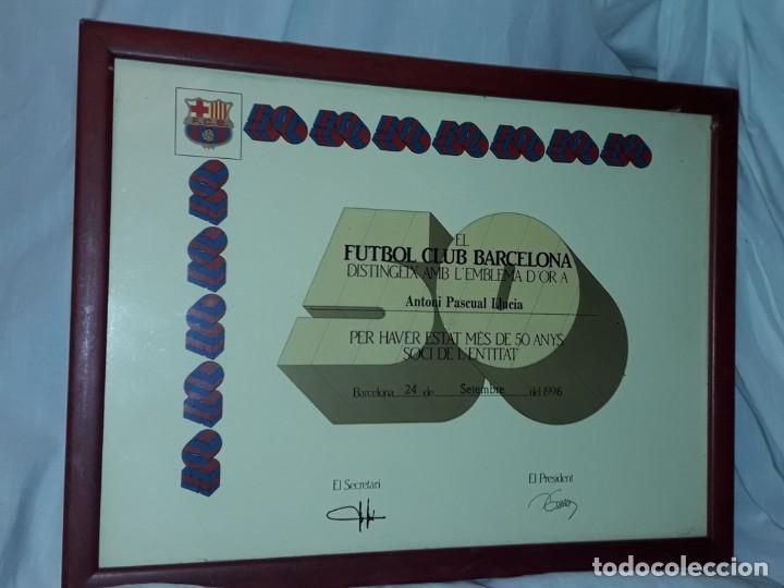 CUADRO TITULO HONORIFICO 50 AÑOS SOCIO EMBLEMA D´ORO DEL BARÇA F,C, BARCELONA AÑO 1996 (Coleccionismo Deportivo - Documentos de Deportes - Carnet de Socios)
