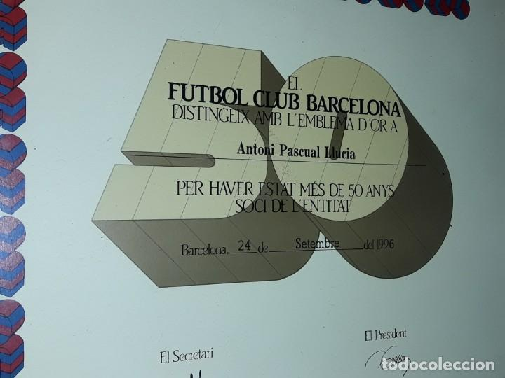 Coleccionismo deportivo: Cuadro titulo honorifico 50 años socio emblema D´oro del Barça F,C, Barcelona año 1996 - Foto 3 - 222043367
