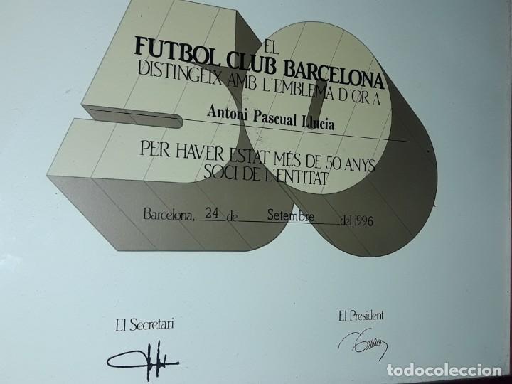 Coleccionismo deportivo: Cuadro titulo honorifico 50 años socio emblema D´oro del Barça F,C, Barcelona año 1996 - Foto 4 - 222043367