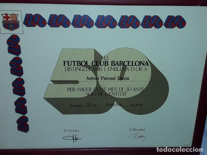 Coleccionismo deportivo: Cuadro titulo honorifico 50 años socio emblema D´oro del Barça F,C, Barcelona año 1996 - Foto 5 - 222043367