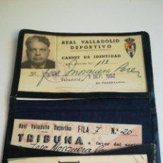 Coleccionismo deportivo: CARNET PIEL ABONO 1952 REAL VALLADOLID DEPORTIVO TRIBUNA ENTRADA TICKET SUELTAS. Lote 236862610