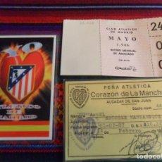 Coleccionismo deportivo: CARNET SOCIO PEÑA ATLÉTICA CORAZÓN DE LA MANCHA 1987 ATLÉTICO MADRID, RECIBO MENSUAL 1986 Y REGALO.. Lote 253911045