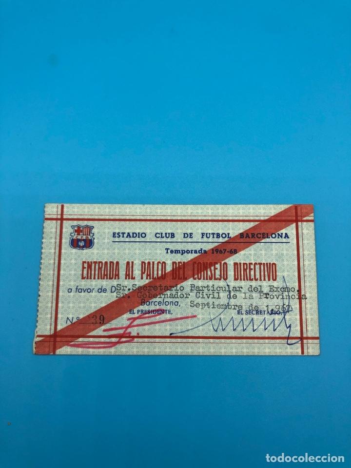 CARNET FÚTBOL CLUB BARCELONA ENTRADA AL PALCO DEL CONSEJO DIRECTIVO TEMPORADA 1967-1968 FCB (Coleccionismo Deportivo - Documentos de Deportes - Carnet de Socios)