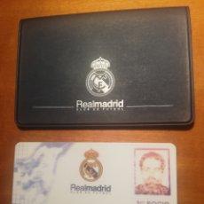 Coleccionismo deportivo: REAL MADRID - CARNET DE SOCIO Y CARTERITA CON ESCUDO. Lote 262358980