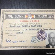 Coleccionismo deportivo: CARNET REAL FEDERACION ESPAÑOLA DE FÚTBOL - PRENSA Y RADIO LA VANGUARDIA 1964. Lote 266739988