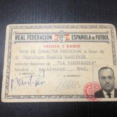 Coleccionismo deportivo: CARNET REAL FEDERACIÓN DE FÚTBOL - PRENSA Y RADIO LA VANGUARDIA MADRID 1962. Lote 266740163