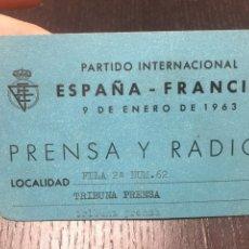 Coleccionismo deportivo: ENTRADA FUTBOL - PARTIDO INTERNACIONAL ESPAÑA - FRANCIA 9 DE ENERO 1963, PRENSA Y RADIO. Lote 266740618