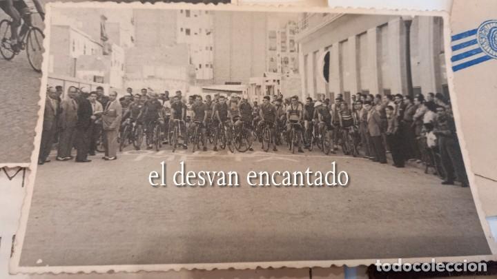 Coleccionismo deportivo: CLUB CICLISTA GRACIA. Barcelona. Interesante lote fotos-carnets-insignia-medallas... Años 30 a 80 - Foto 11 - 274237118