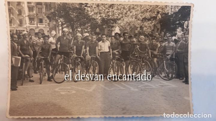 Coleccionismo deportivo: CLUB CICLISTA GRACIA. Barcelona. Interesante lote fotos-carnets-insignia-medallas... Años 30 a 80 - Foto 21 - 274237118