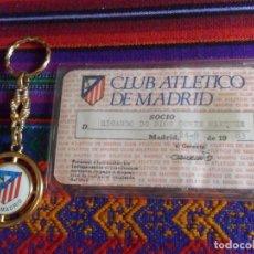 Coleccionismo deportivo: ATLÉTICO DE MADRID 1983 CARNET SOCIO RECIBO ANUAL DE ASOCIADO FUNDA PROTECTORA. REGALO LLAVERO. RARO. Lote 274847588