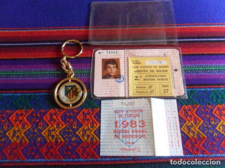 Coleccionismo deportivo: ATLÉTICO DE MADRID 1983 CARNET SOCIO RECIBO ANUAL DE ASOCIADO FUNDA PROTECTORA. REGALO LLAVERO. RARO - Foto 2 - 274847588