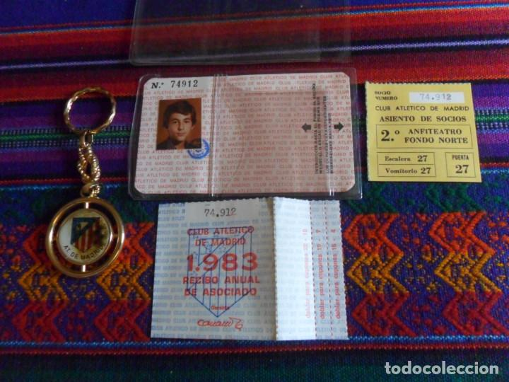 Coleccionismo deportivo: ATLÉTICO DE MADRID 1983 CARNET SOCIO RECIBO ANUAL DE ASOCIADO FUNDA PROTECTORA. REGALO LLAVERO. RARO - Foto 4 - 274847588