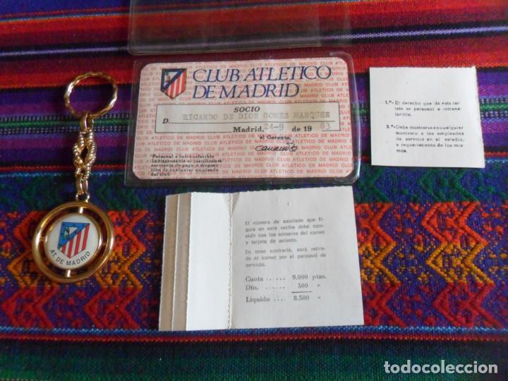 Coleccionismo deportivo: ATLÉTICO DE MADRID 1983 CARNET SOCIO RECIBO ANUAL DE ASOCIADO FUNDA PROTECTORA. REGALO LLAVERO. RARO - Foto 5 - 274847588