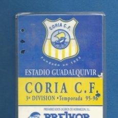 Collezionismo sportivo: CARNET FUTBOL NUMERARIO COLABORADOR TEMPORADA 95-96 CORIA DEL RIO (SEVILLA). Lote 287068533