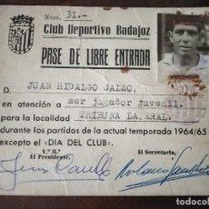 Coleccionismo deportivo: CLUB DEPORTIVO BADAJOZ. PASE DE LIBRE ENTRADA JUGADOR. TEMPORADA 1964/65.. Lote 291470358