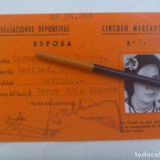 Coleccionismo deportivo: INSTALACIONES DEPORTIVAS DEL CIRCULO MERCANTIL : CARNET ESPOSA DE SOCIO. SEVILLA, AÑOS70. Lote 293829448