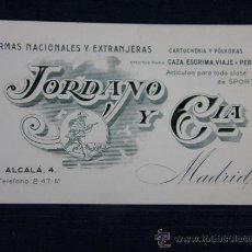 Cartas comerciales: TARJETA DE VISITA DE ARMERÍA MADRID JORDANO Y CIA CAZA POLVORA PERROS VIAJE ALCALA 4. Lote 33030750