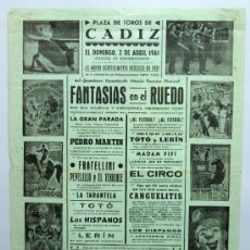 Carteles Espectáculos: CARTEL PLAZA TOROS CÁDIZ FANTASÍAS EN EL RUEDO ESPECTÁCULO CÓMICO TORERO MUSICAL ABRIL 1961. Lote 30616675