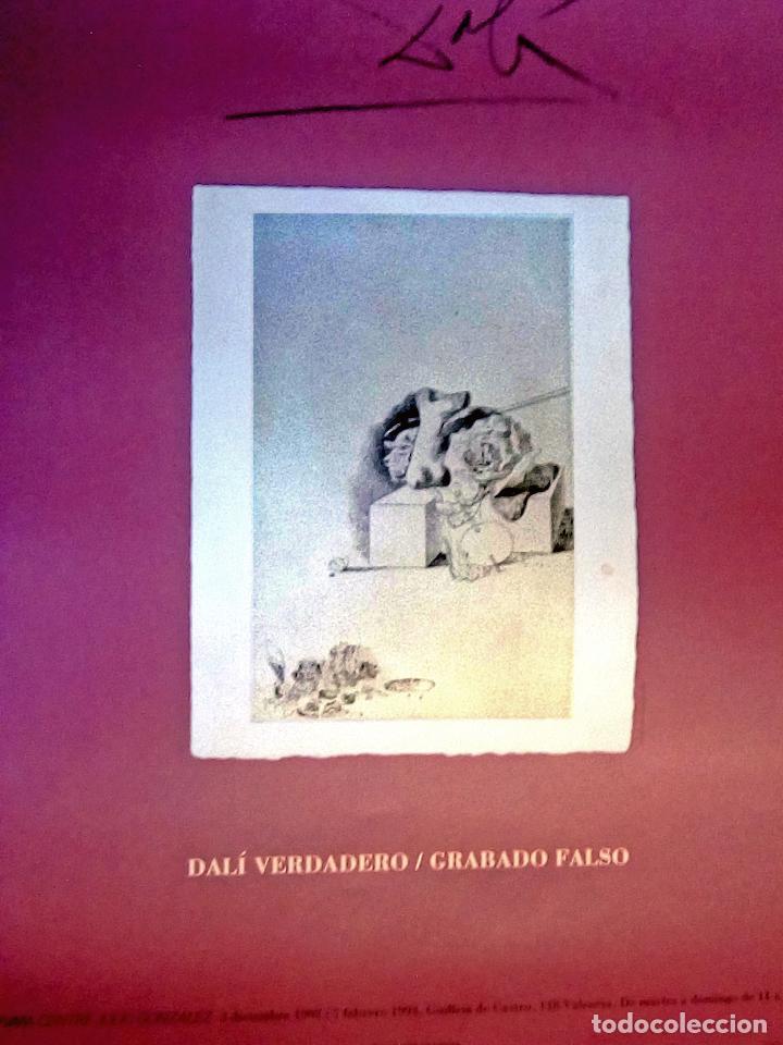 DALÍ .VERDADERO - GRABADO FALSO. CARTEL ORIGINAL DE LA EXPOSICIÓN. IVAM, VALENCIA 1993. (Coleccionismo - Carteles Gran Formato - Carteles Circo, Magia y Espectáculos)