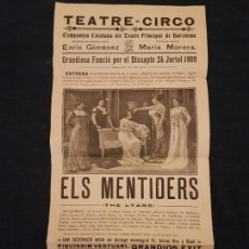 Carteles Espectáculos: BARCELONA TEATRE CIRCO CARTEL 1909 ELS MENTIDERS 21 X 44 CMTS. Lote 140835434