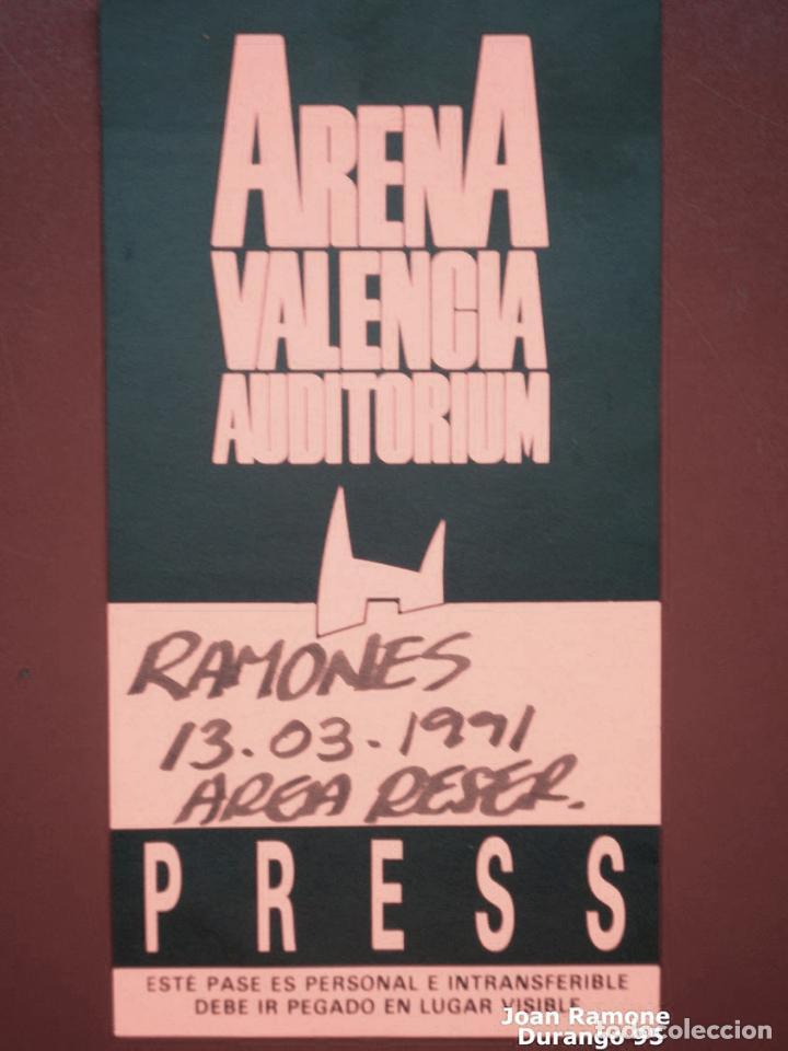 Carteles Espectáculos: Cartel grande Concierto - Ramones - En Sala Auditorio Arena Valencia 1990 y Backestag -113 x 80 cms. - Foto 2 - 194744486